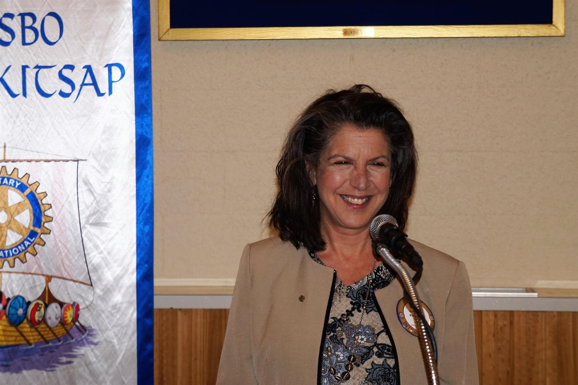 Outgoing President Mary Nader