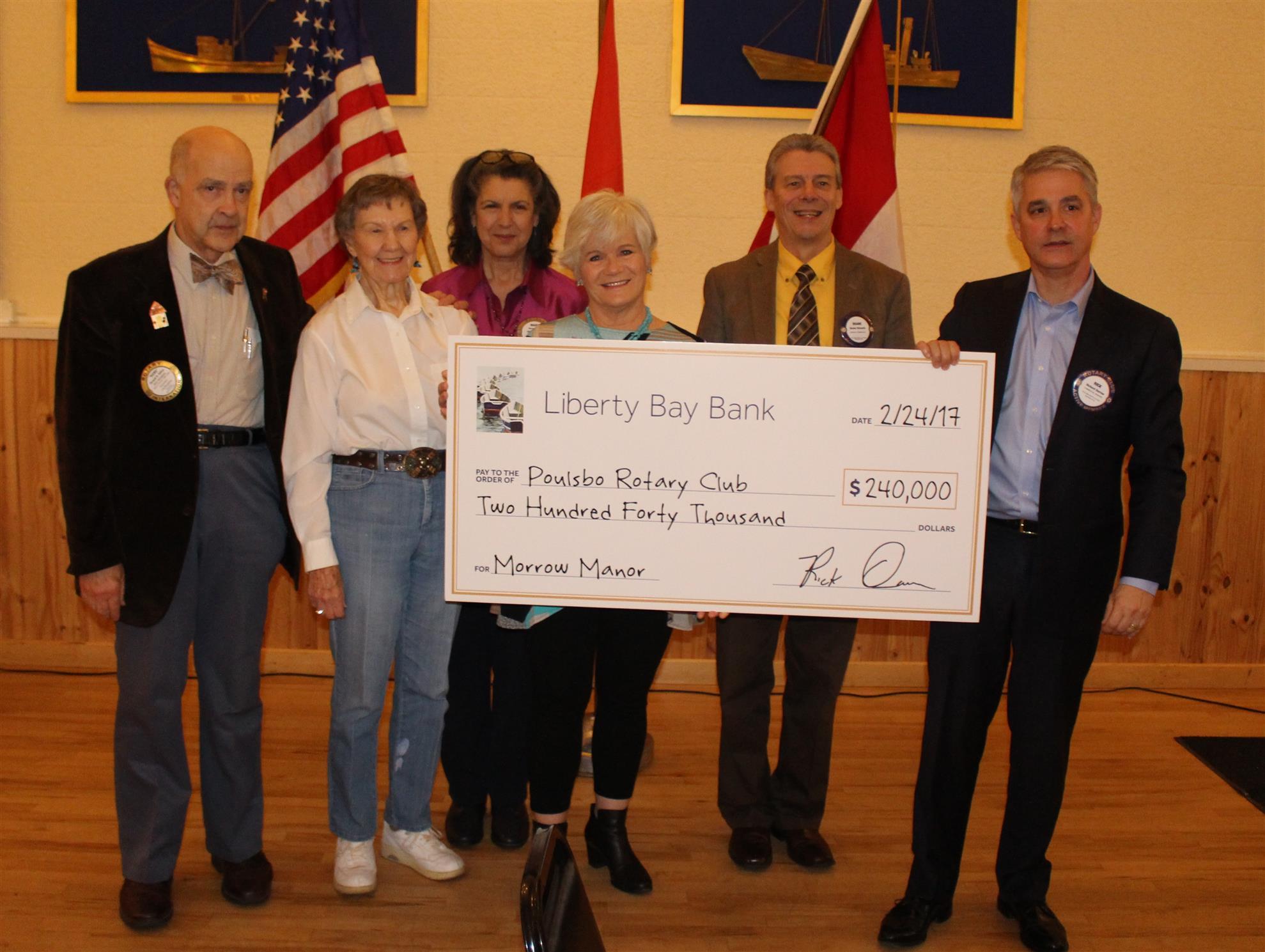 Rick Darrow presenting award to Morrow Manor