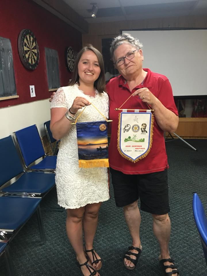 In Canadian colours, President Susan and our Clara exchange Rotary banners. We enjoyed having you in Sioux Lookout!