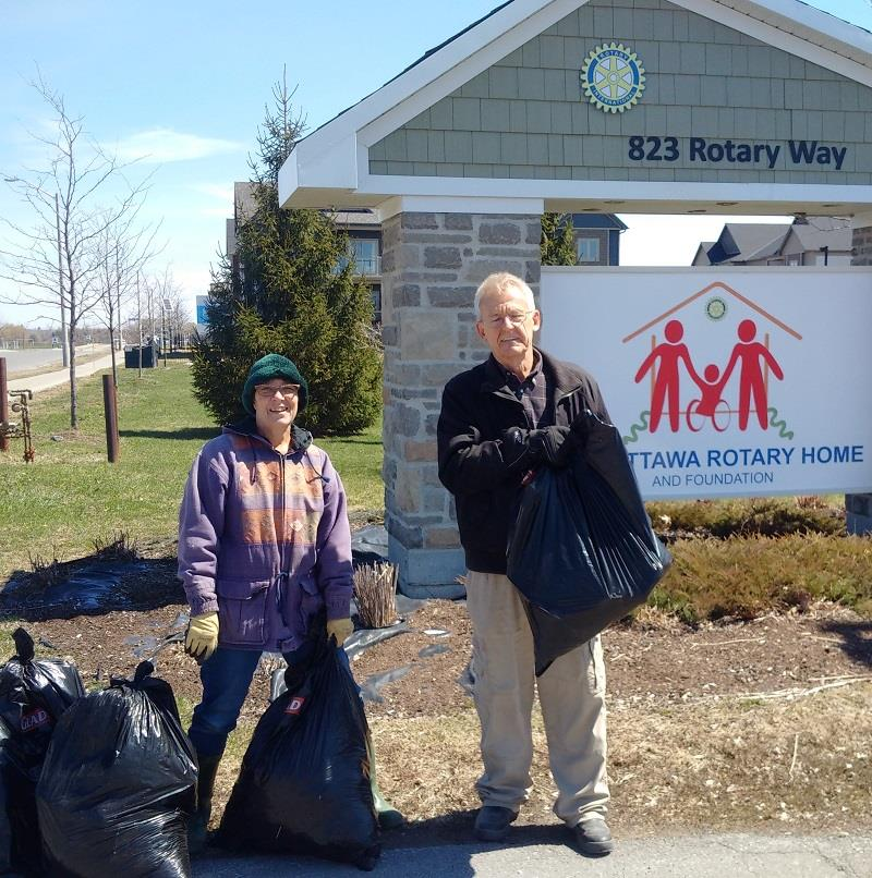 Rotary Club of Ottawa South help Clean up the Capital along Bank Street and Rotary Way