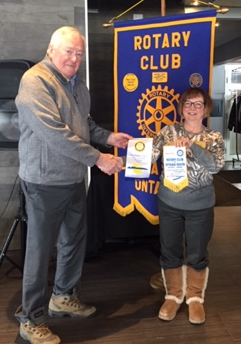 President Joan Hunter and Jim MacDonald from the Thunder Bay Rotary Club exchanged pennants
