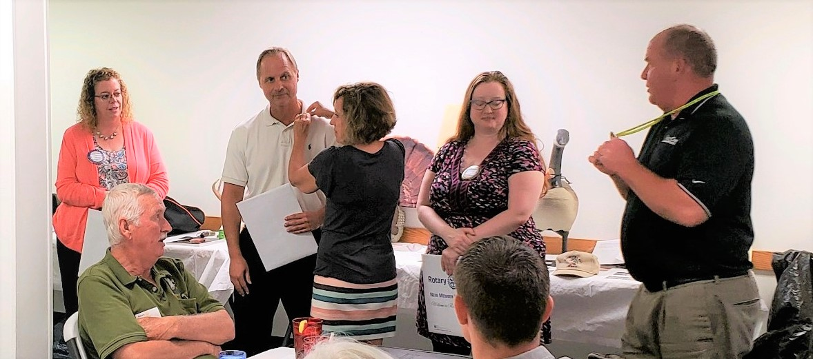 Kent Gagnon (right), assisted by Christy Nowak,swearing in from left to right Missi McPherson, David Washburn and Liz Knap