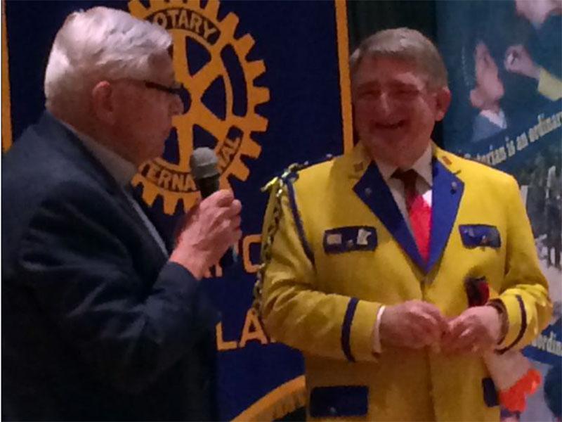 Jim Nelson dons his beautiful yellow blazer