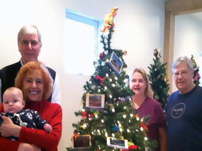 holiday-tree-decorators