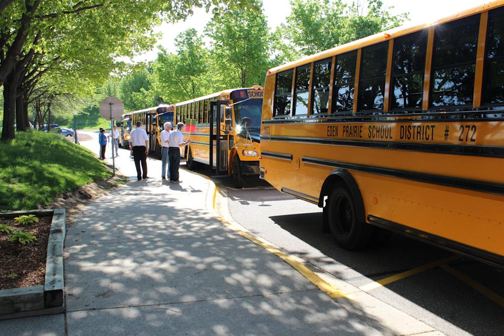Rotarians Meet the Buses