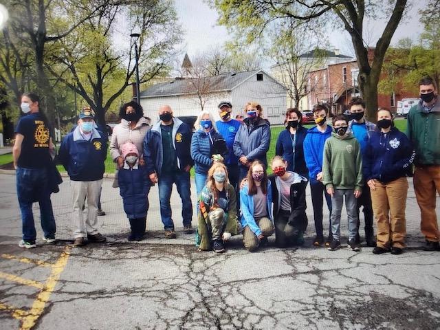 Rotarians at beginning of pick up