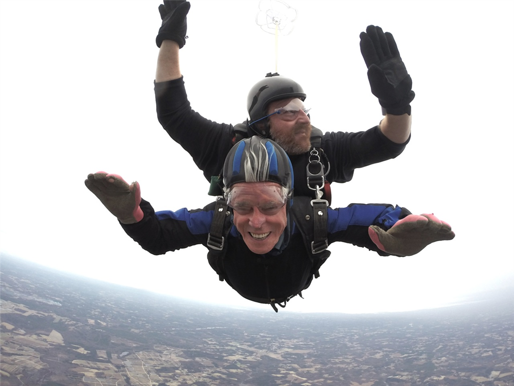 Eric Ellwood Skydiving