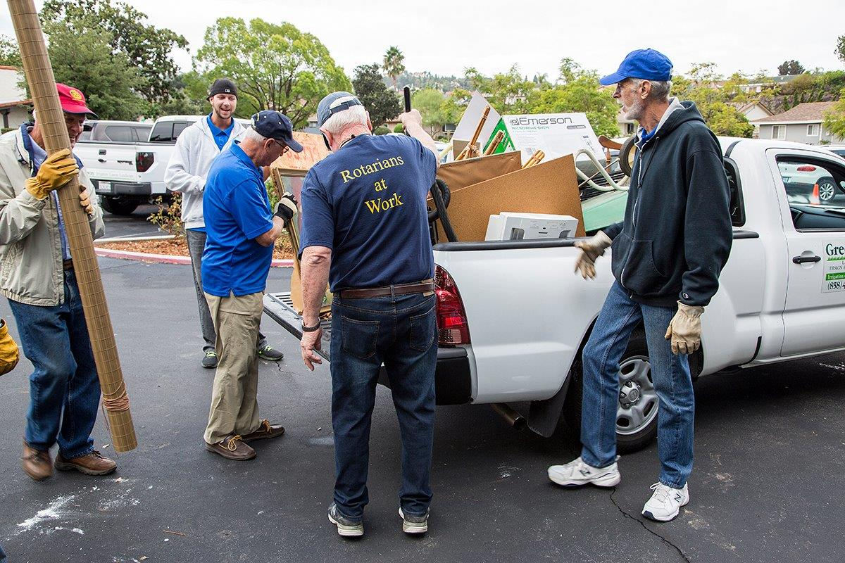Rb Rotarians Help Seven Oaks Lose Weight Rotary Club Of