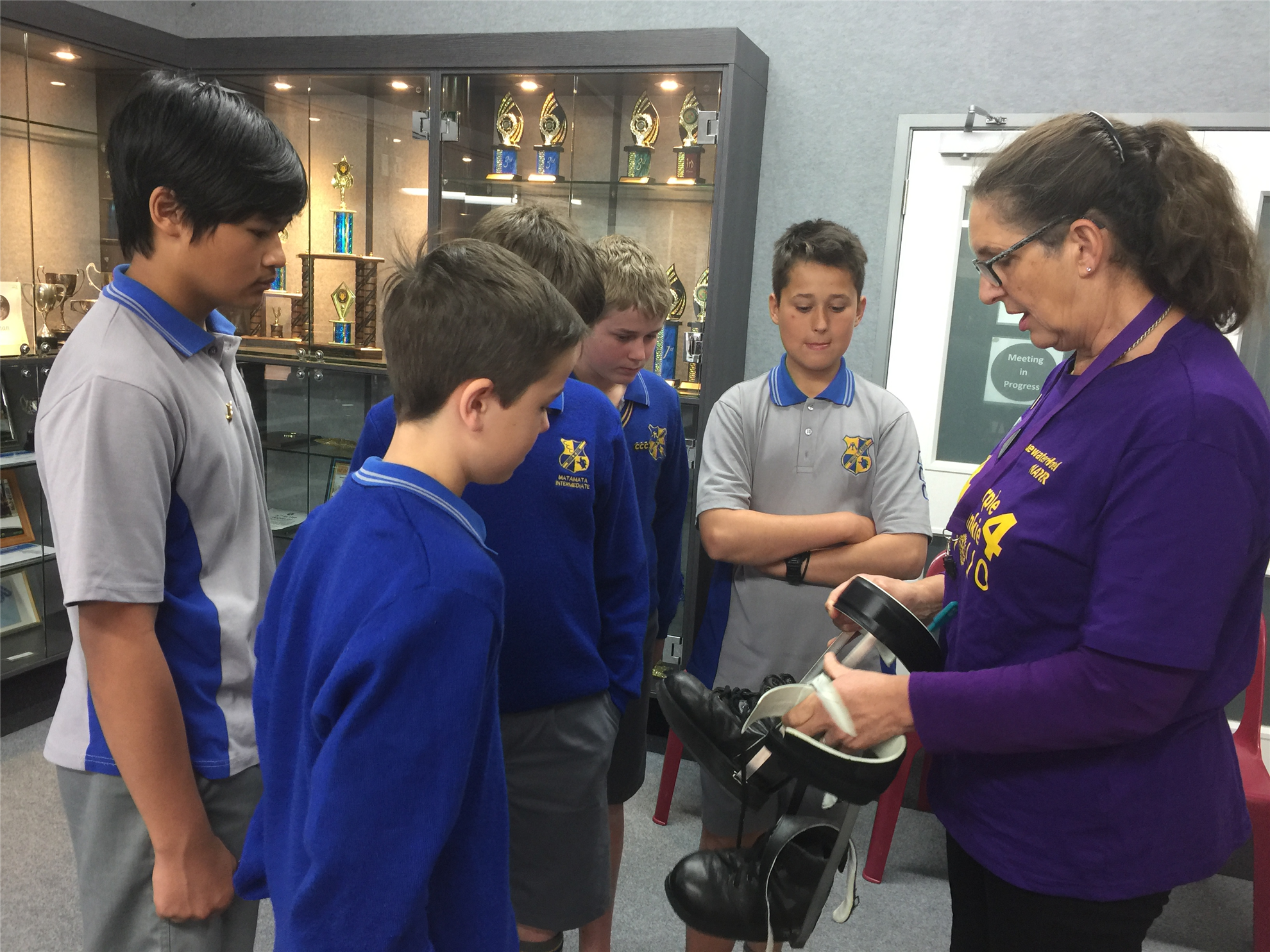 Matamata Rotarian Michelle Tanner demonstrates how callipers were used but children with polio to Matamata Intermediate students.