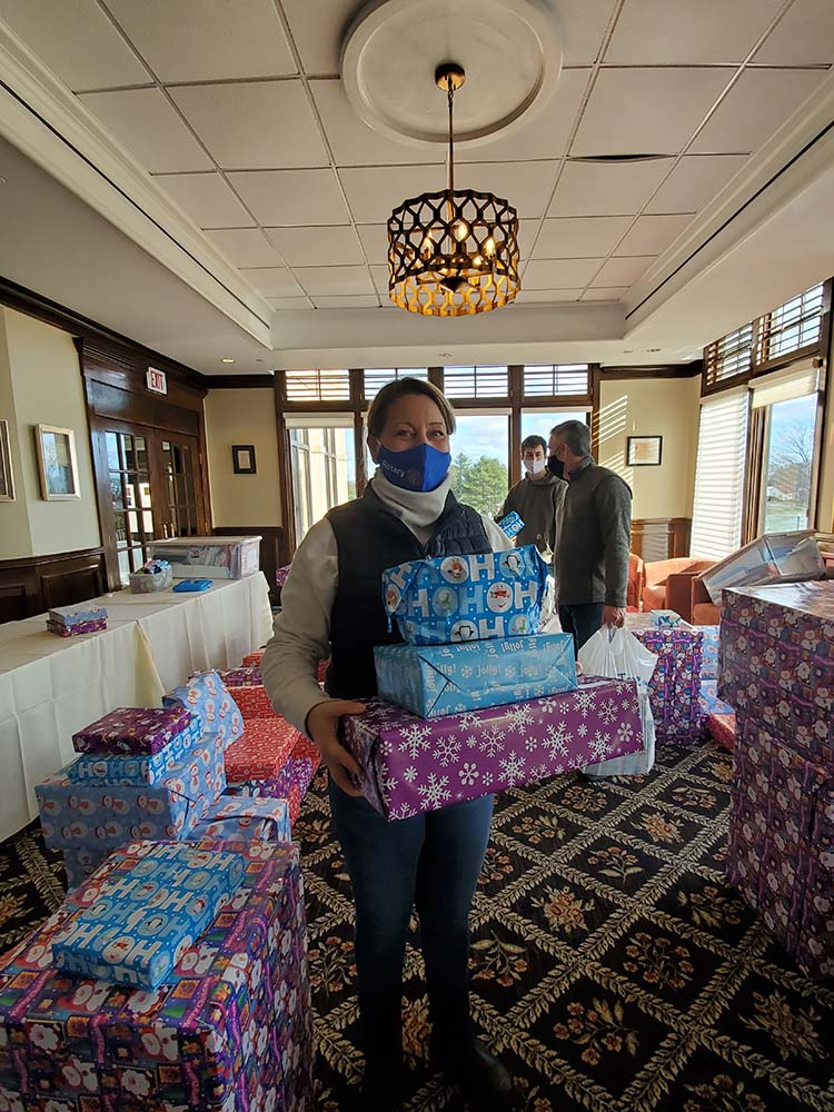 Salem Rotarians bring holiday cheer to foster children and their families