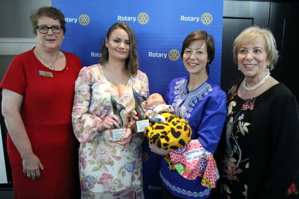 The winners of Rotary Inspirational Women's Award with the District Governors of Districts 9675 and 9685.