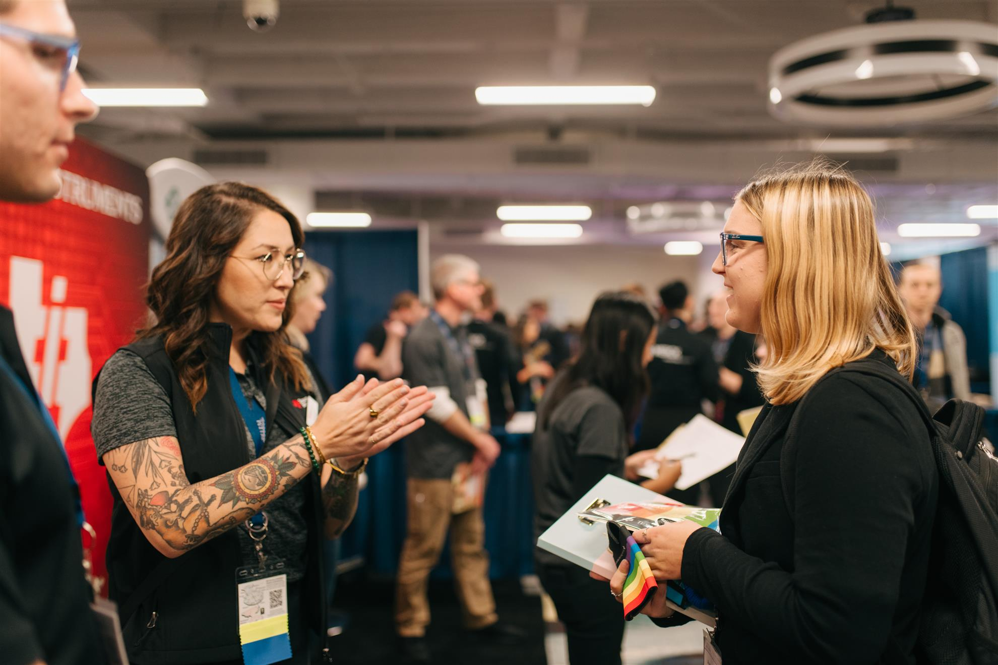 Conference 2019 - Two people talking to each other